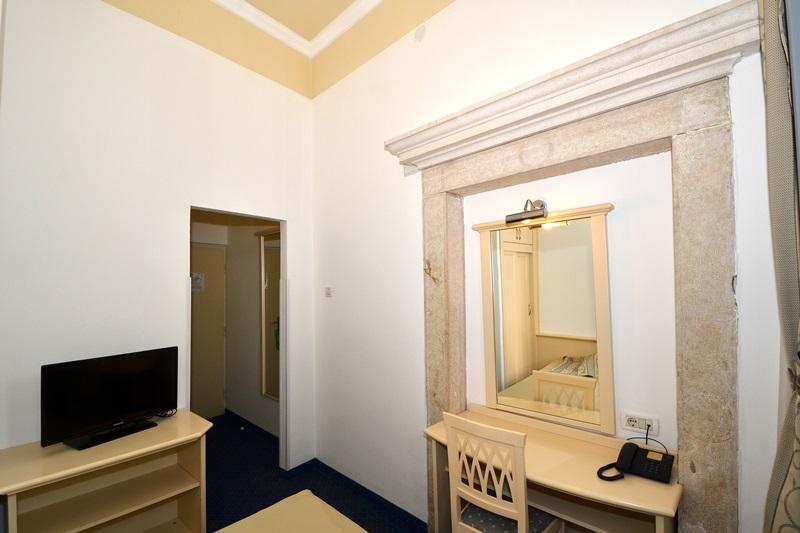 Camere singole standard hotel ka tel motovun istria for Camere croazia